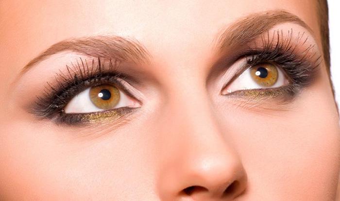 Ореховый цвет глаз у человека. Фото