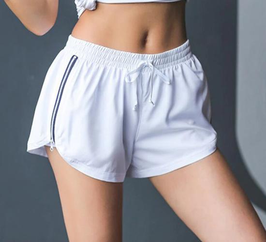 Короткие спортивные шорты для женщин: обтягивающие и свободные